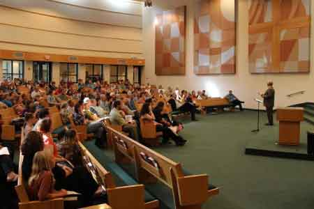 image of a church congregation